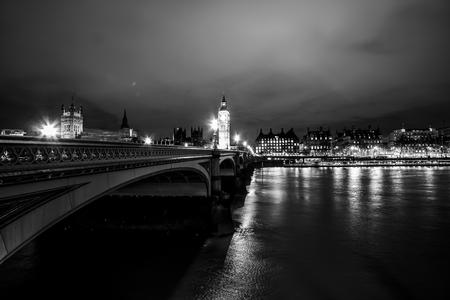 ウェストミン スター ブリッジ ロンドンで美しいテムズ川 写真素材