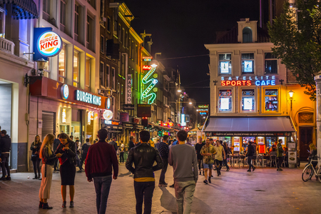 Colorful bars and restauramts at Leidse Square - a popular place in the evening 報道画像