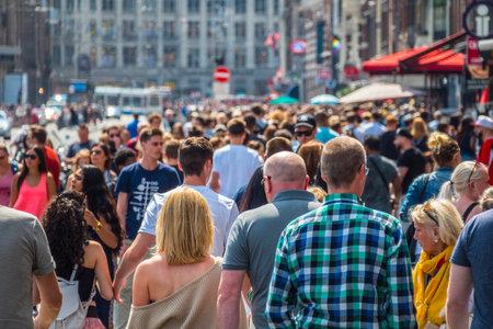 Huge crowd of people at Damrak Street in Amsterdam Stok Fotoğraf - 85148910
