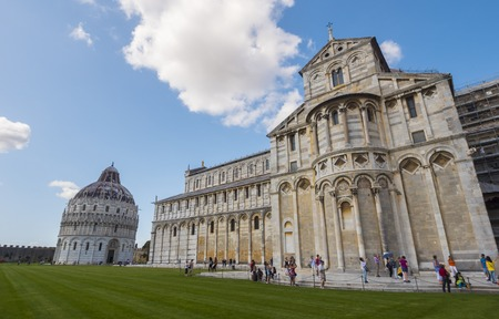 Cathédrale de Pise à la place Miracoli - PISE / TOSCANE ITALIE - 13 SEPTEMBRE 2017 Banque d'images - 86073094