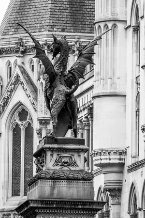 The famous drangon statue that indicates the border of the City of London Banco de Imagens