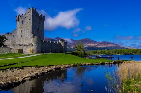Ross Castle on a beautiful day - Killarney National Park 免版税图像