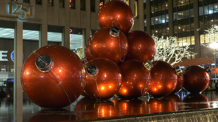 Wonderful Christmas decoration in the streets of New York - NEW YORK, UNITED STATES - DECEMBER 4, 2018 에디토리얼