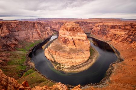 Ampio angolo di visione sulla curva a ferro di cavallo in Arizona