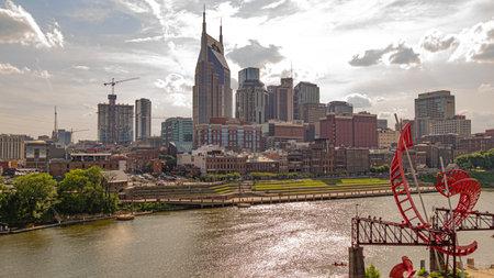 Skyline of Nashville on a sunny day - NASHVILLE, USA - JUNE 15, 2019 Archivio Fotografico - 137810518