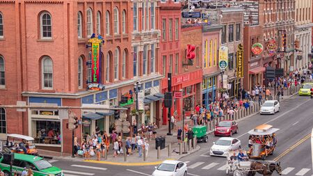 View over the live music pubs and Rooftop Bars in Nashville - NASHVILLE, USA - JUNE 15, 2019 Archivio Fotografico - 137810507