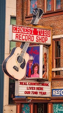 Famous Ernest Tubb Record Shop in Nashville - NASHVILLE, USA - JUNE 15, 2019 Archivio Fotografico - 137810516
