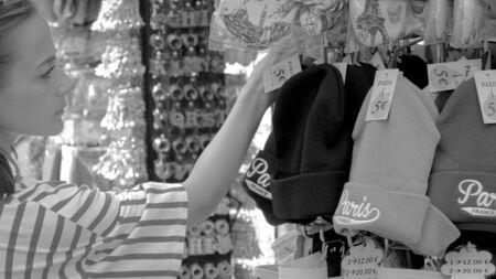 Paris visitor looks for souvenirs in the city - PARIS, FRANCE - JULY 29, 2019 Reklamní fotografie