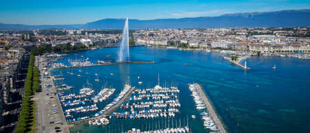 Geneva marina - boats on Lake Geneva from above Banque d'images