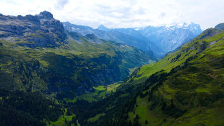 Flight over the wonderful nature of Switzerland - the Swiss Alps from above Banque d'images