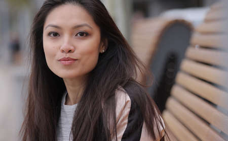 Pretty Asian girl in a city - close up shot Banque d'images