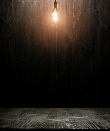 dark wooden background texture. Wood shelf grunge industrial interior with light bulb Stockfoto