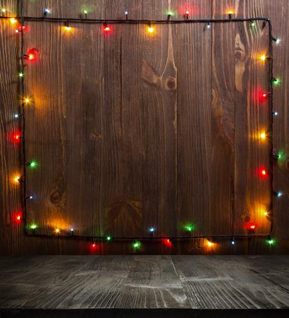 Kerst achtergrond. planked hout met verlichting en vrije tekst ruimte Stockfoto