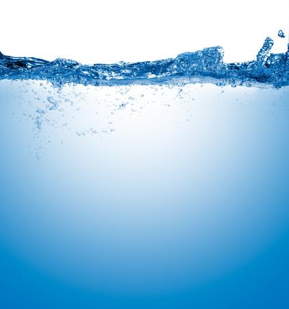 splash de agua: agua aislado en el fondo blanco con burbujas Foto de archivo