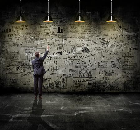 business-strategie op de muur met lamp