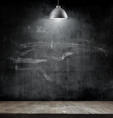 コピー スペースと黒板背景に電球ランプ 写真素材