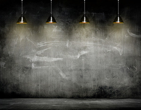 Unternehmensstrategie an der Wand mit Lampe Standard-Bild - 41304692