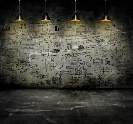 konzepte: Unternehmensstrategie an der Wand mit Lampe