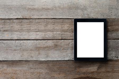 digitale tablet op de tafel met geïsoleerde scherm voor uw imago en een kopie ruimte Stockfoto