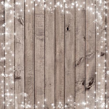 雪の結晶と木の板。クリスマス背景
