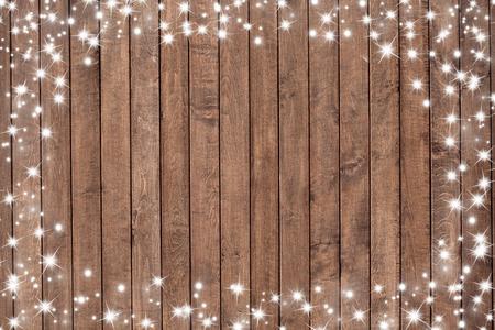sylwester: Drewniane tło z płatki śniegu. Boże Narodzenie w tle