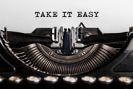 slogan: tomarlo lema fácil escrita por una máquina de escribir