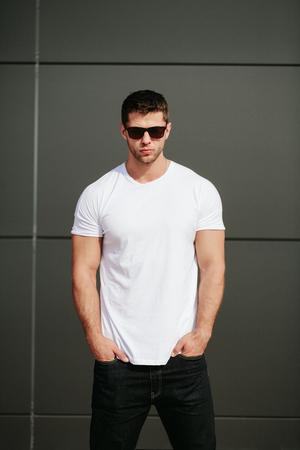 Man wearing white blank t-shirt 版權商用圖片