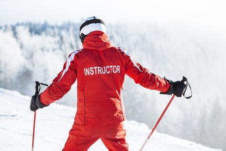 Ski instructor trains people Foto de archivo