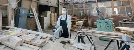 Confident woman working as carpenter in her own woodshop. Carpentry interior 版權商用圖片