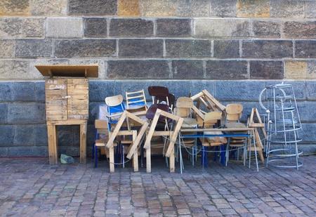 muebles de madera: Old muebles de madera en la pila