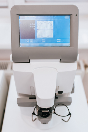 Modern ophthalmology clinic. Tools for checking the eye vision and eye health. Stockfoto