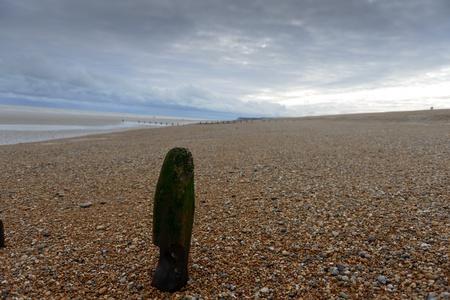 sumergido: Mensajes sumergidas en la playa Foto de archivo