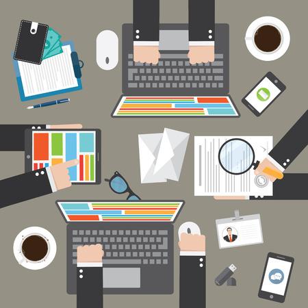 trabajo en equipo: Concepto de trabajo en equipo, proyecto empresarial o de la oficina con los empleados. Lugar de trabajo Vectores