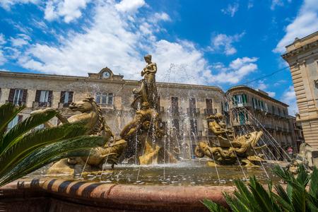 ortigia: Fontana di Diana in Piazza Archimede, Siracusa, Sicily, Italy