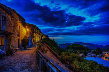 モンタルバーノ elicona、シチリア島の中世の村