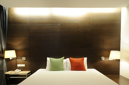 bedside lamp: Bedroom contemporary style