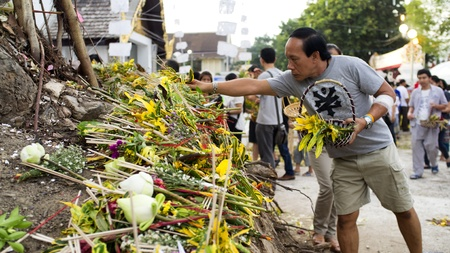 CHIANG MAI THAILAND-JUNE 5 : Inthakhin traditional Offerings of flowers.Unidentified man are offerings flowers to the traditional city pillar shrine. at Chedi Luang temple.on June 5,2013 in Chiangmai Thailand Stock Photo - 20158291