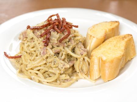 Spaghetti Carbonara and garlic bread photo