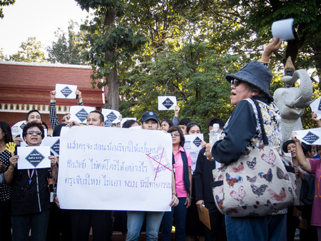 af: CHIANG MAI THAILAND-NOV  6   No Amnesty Bill Unidentified women are holding signs and calling out to rally against the government at the Chiang Mai University  on November 6,2013 in Chiangmai,Thailand