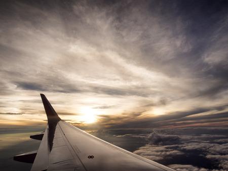 Czas podróży samolot jest zachód słońca