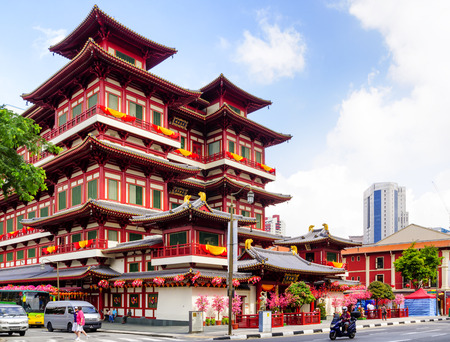 a tooth are beautiful: SINGAPORE CITY, SINGAPORE - FEB. 4, 2012 : BUDDHA TOOTH RELIC TEMPLE, Unidentified tourists to worship at this temple is always first and one of the attractions with beautiful architecture. Editorial
