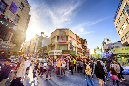 SEOUL, KOREA - OCTOBER 3, 2015 : Insadong shopping street, Korean people tourists walking shopping the neighbourhood. It is fashionable to be the most popular. neighbourhood is must when traveling. Redakční