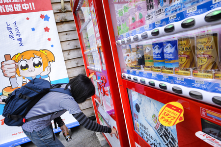 TOKYO JAPAN - APRIL 4, 2018 : Akihabara neighborhood, Unidentified women tourists are buying drinks at vending machine. It is one of the most popular and popular Japanese capital. Standard-Bild - 108350206