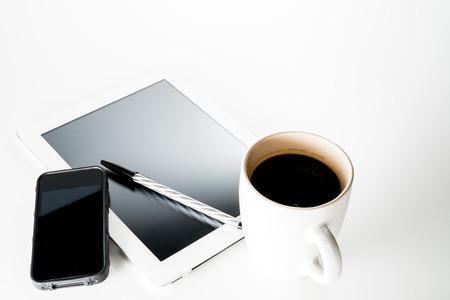 携帯電話タブレットとコーヒー 写真素材 - 23535481