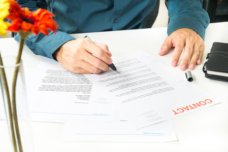 Signing Document for Business Imagens