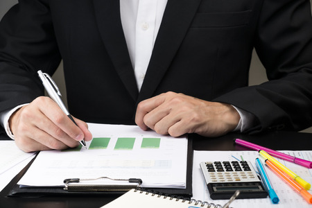 Man Analysis Business and financial report. Archivio Fotografico