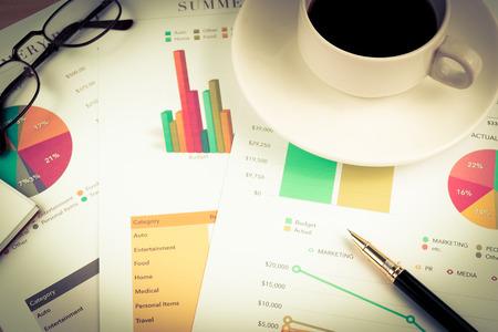 contabilidad financiera cuentas: documento de negocios l�piz caf� para la contabilidad del estilo del color de la vendimia