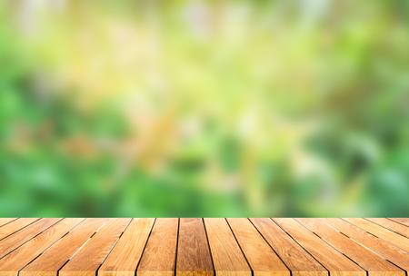 나무 플랫폼과 흐림 bokeh 배경 스톡 콘텐츠 - 45238260