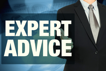 세계와 돈을 배경으로 전문가의 조언 단어로 사업가