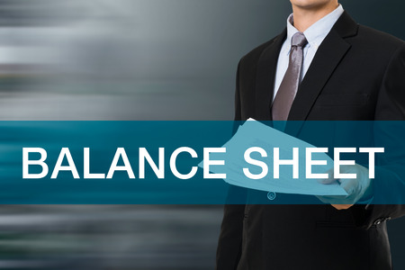 concepto equilibrio: Hombre de negocios con PALABRA DEL BALANCE